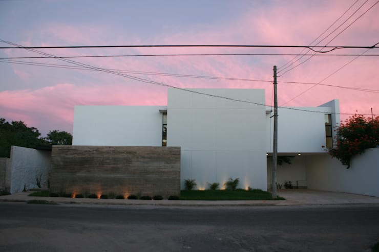 Rumah by TNGNT arquitectos