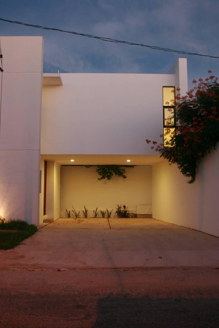 Casa RP: Casas de estilo  por TNGNT arquitectos