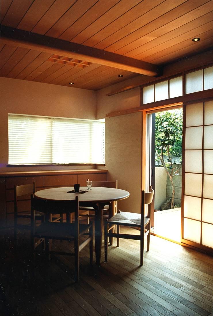 府中の家リノベーション: 松井建築研究所が手掛けたダイニングです。