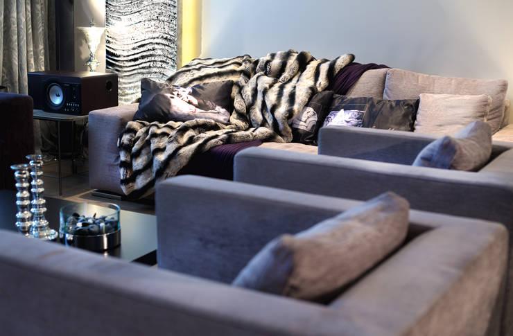 Квартира на Староильинской: Гостиная в . Автор – Дизайн-студия «ARTof3L»,