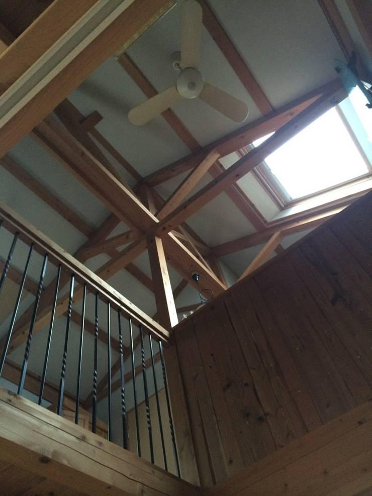 真束トラスの住宅: 木造トラス研究所・株式会社 合掌が手掛けた家です。