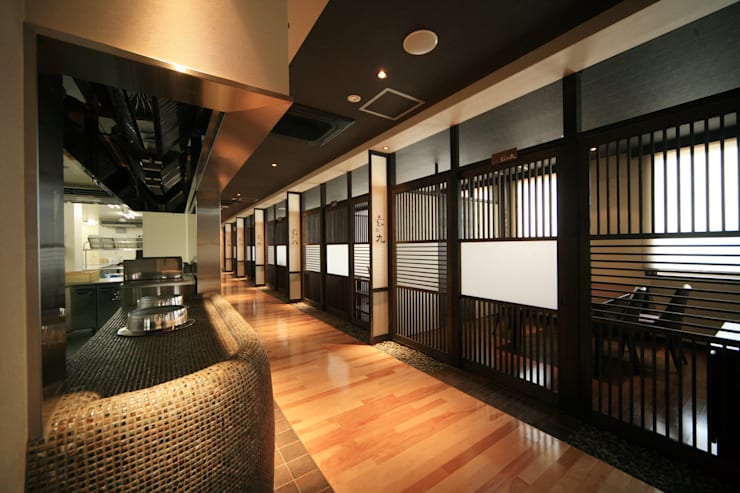2F食事処: 株式会社井上輝美建築事務所+都市開発研究所  aim.design studioが手掛けたホテルです。