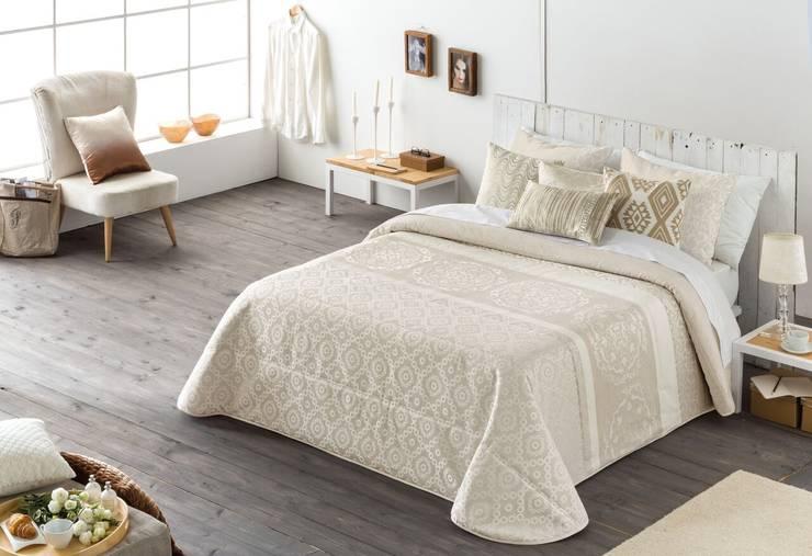 Textil Antilo: Dormitorios de estilo  de TEXTIL ANTILO