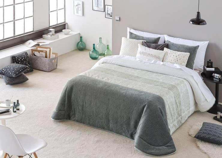 modern Bedroom by TEXTIL ANTILO