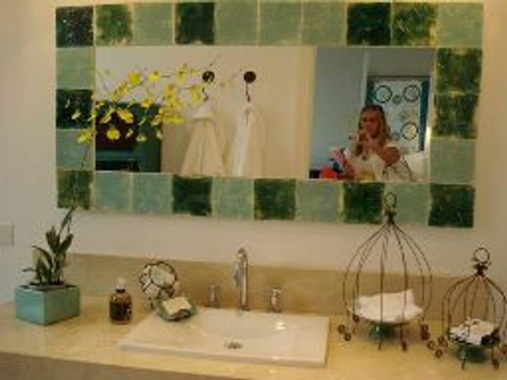Reciclaje y diseño de baños: Baños de estilo moderno por Arq.Viviana Rigabert