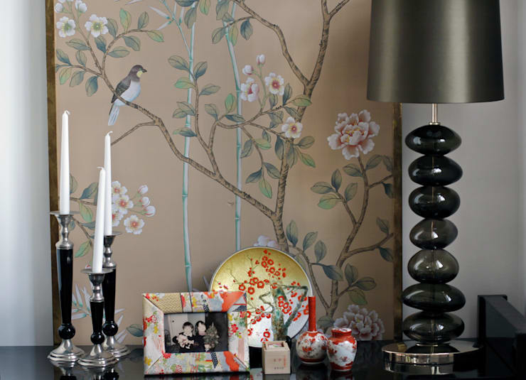 Living room by 澤山乃莉子 DESIGN & ASSOCIATES LTD.