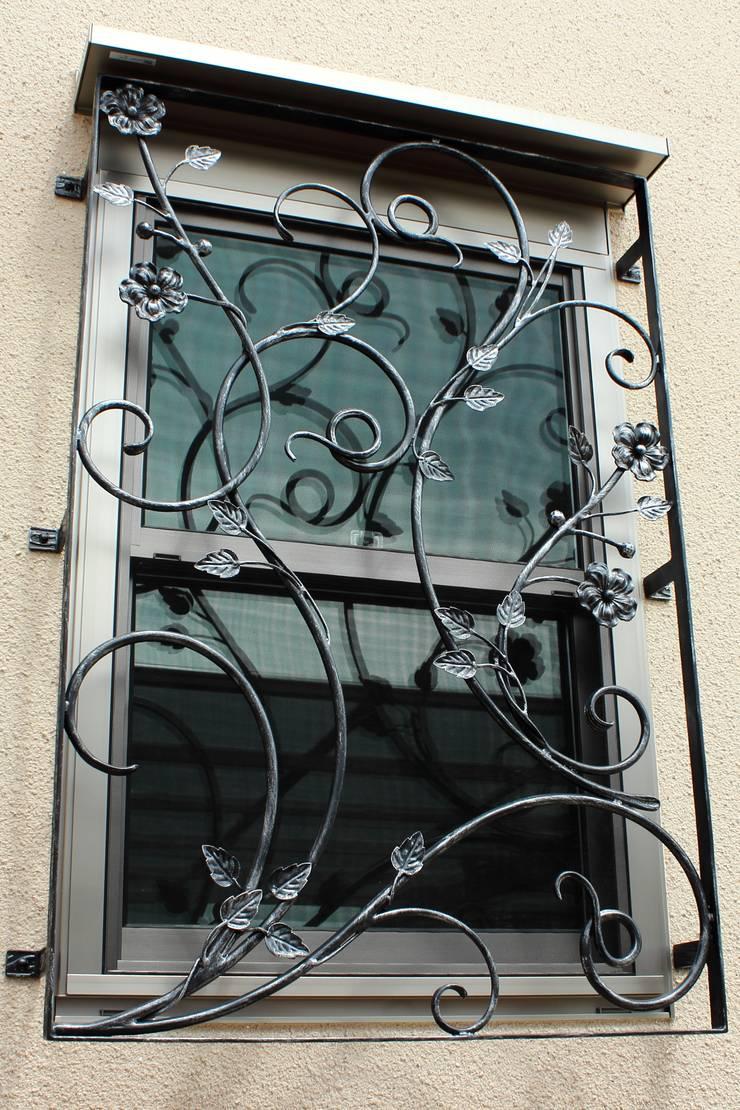 面格子・カバーアート: 株式会社ディオが手掛けた窓&ドアです。