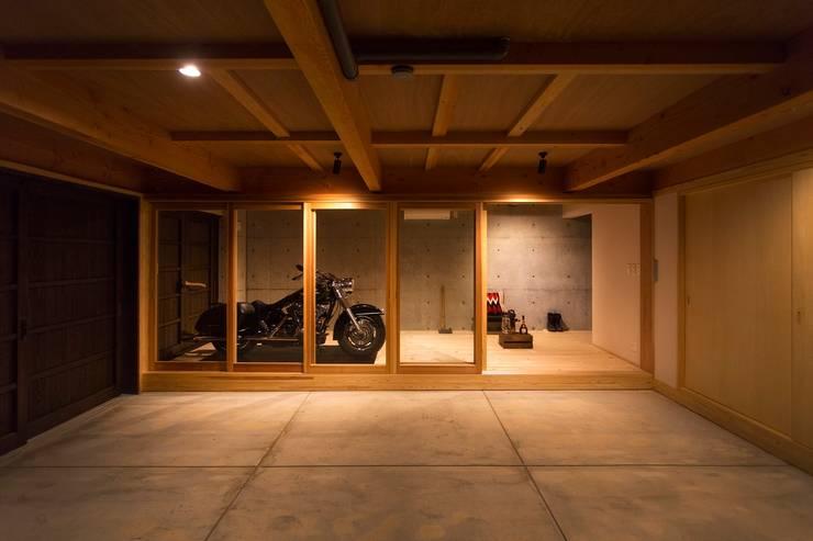 双海町の家: Y.Architectural Designが手掛けたガレージ&小屋です。