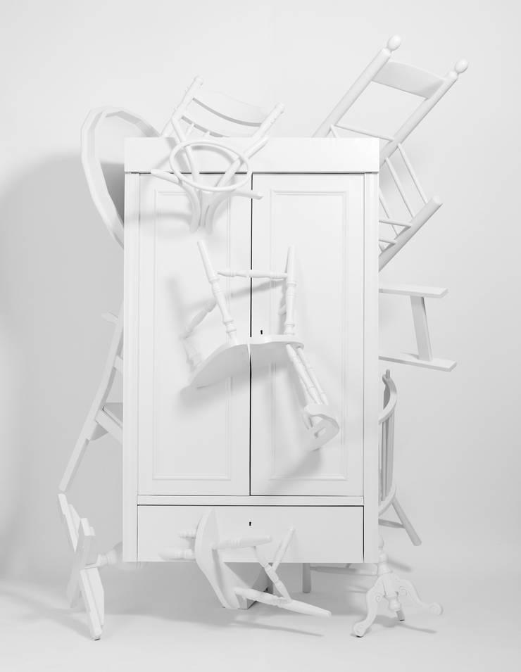 Trash Closet - front, closed:  Kunst  door LUCAS & LUCAS