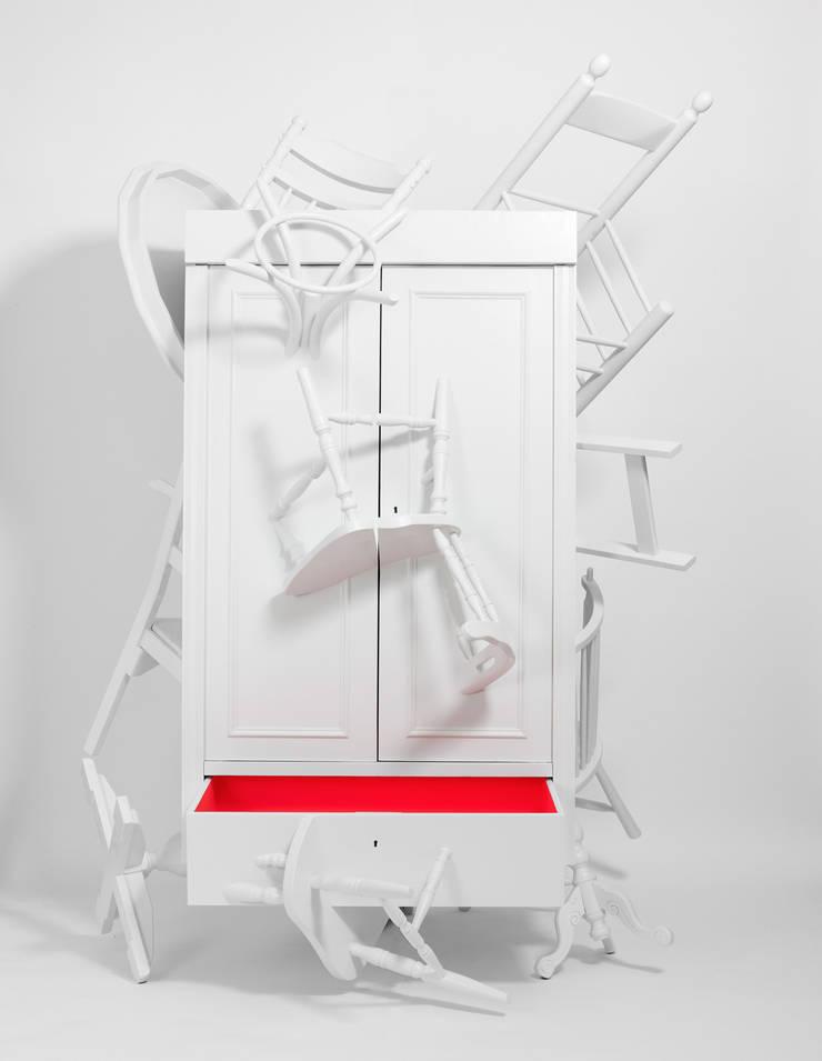 Trash Closet - front, open drawer:  Kunst  door LUCAS & LUCAS