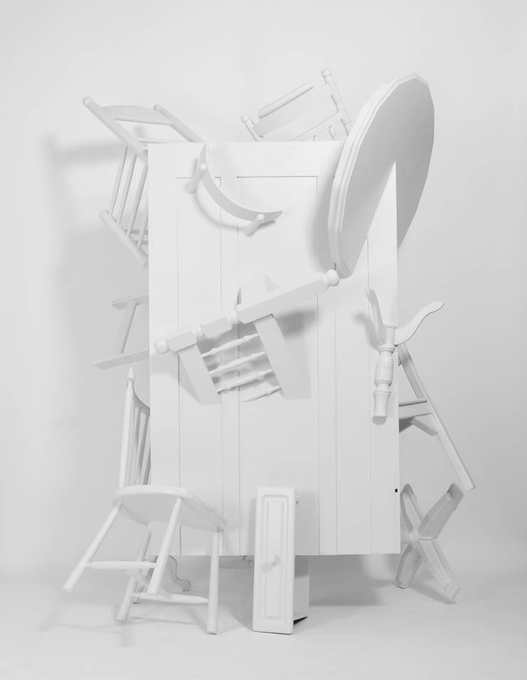 Trash Closet - back:  Kunst  door LUCAS & LUCAS