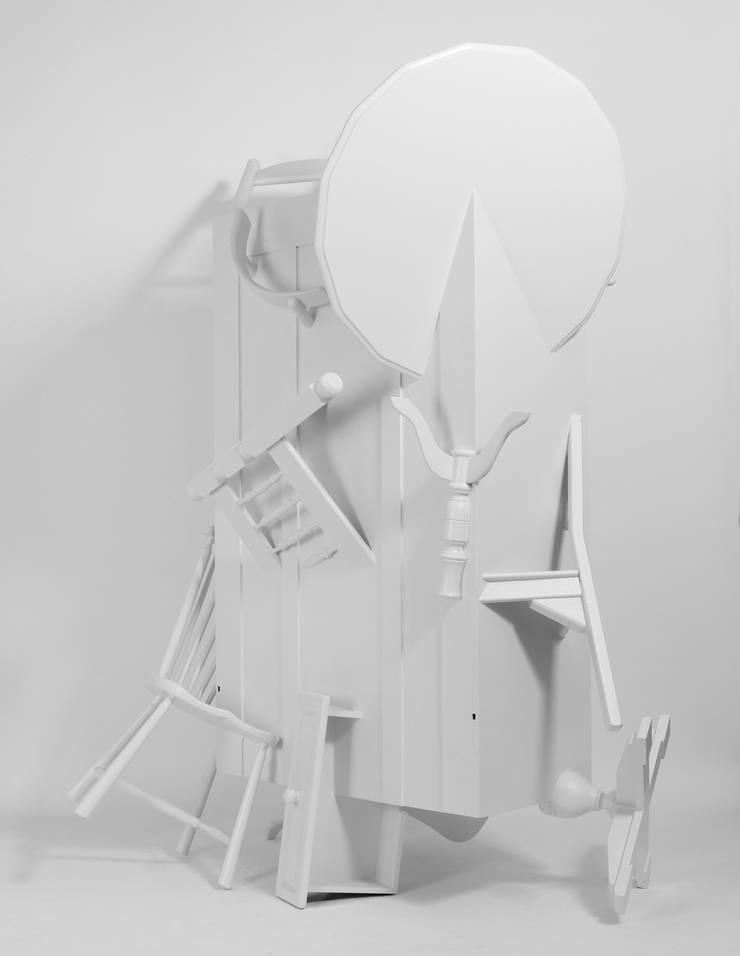 Trash Closet - side view:  Kunst  door LUCAS & LUCAS