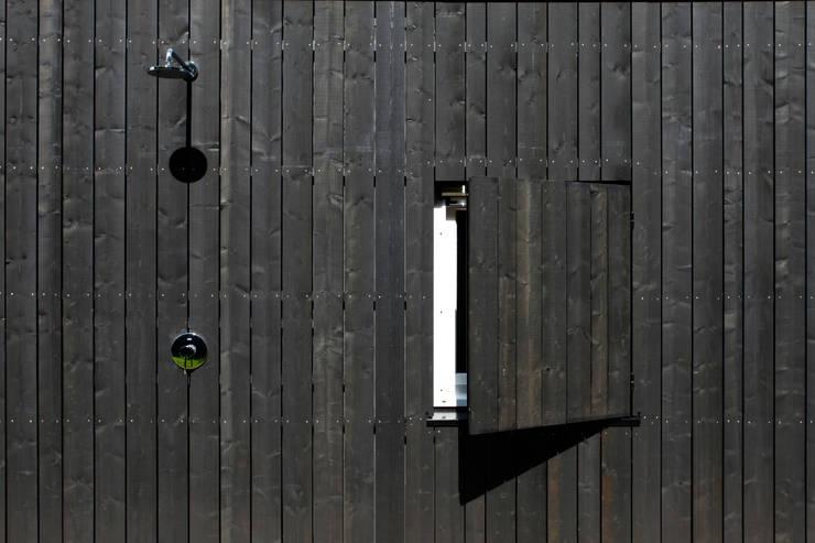 Vakantiewoning Cornelisse, Schiermonnikoog:  Badkamer door De Zwarte Hond, Scandinavisch Hout Hout
