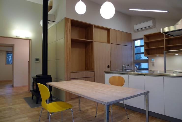 透き抜ける家: 麻生建築設計工房が手掛けたダイニングです。,