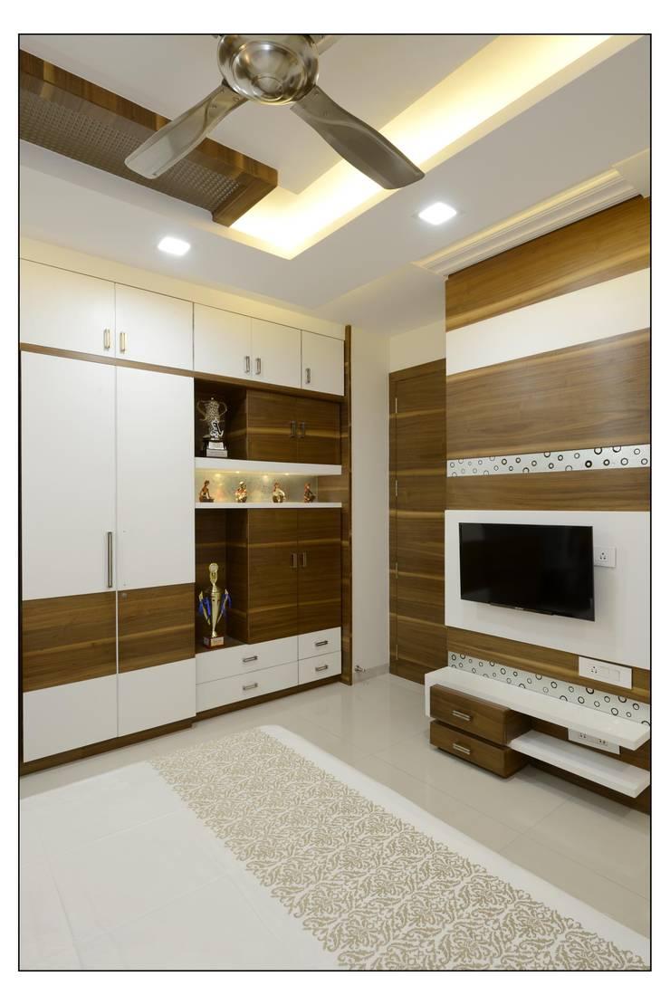 interiors:  Bedroom by Spacemekk Designers p.LTD