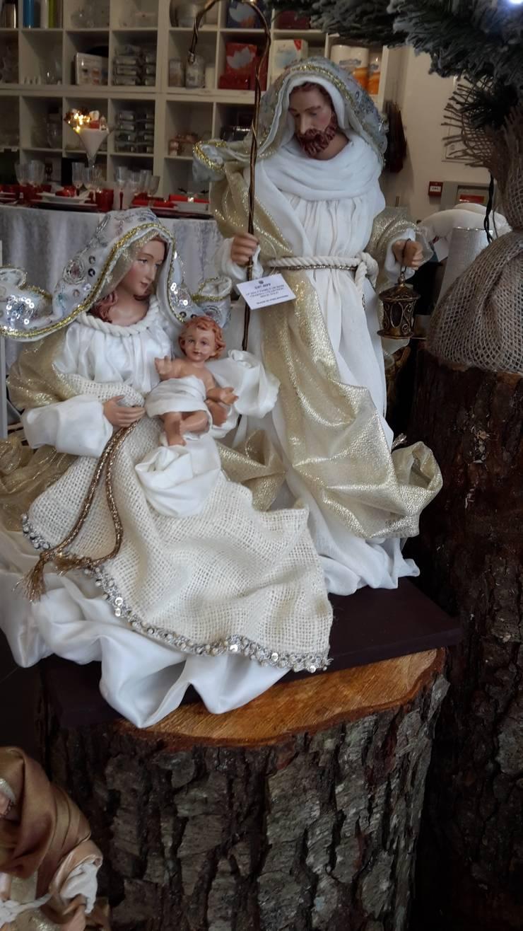 Sagrada Família Gold: Casa  por Maravilhas do Berço Lda