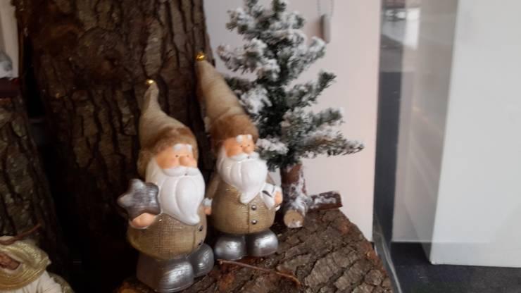 Pai Natal em Cerâmica com gorro teciso: Casa  por Maravilhas do Berço Lda