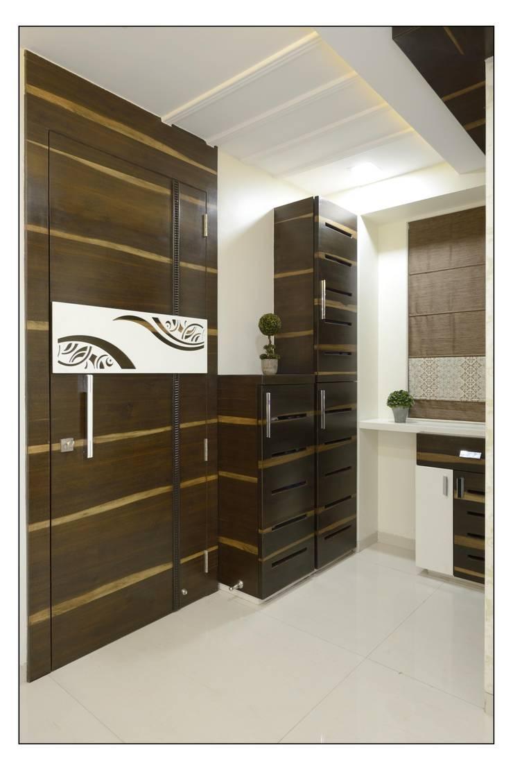 Entrance lobby:  Living room by Spacemekk Designers p.LTD