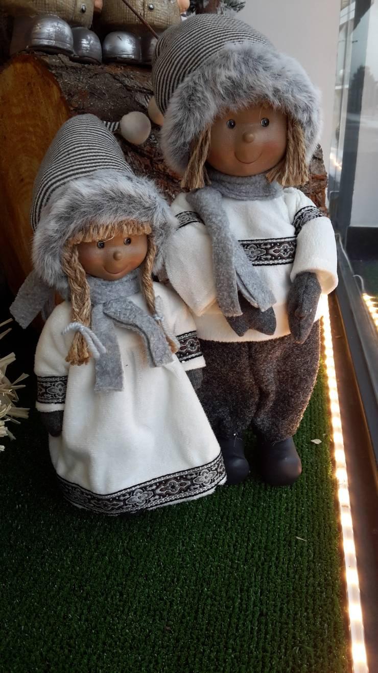 Bonecos menino/menina tecido Cinza e branco: Casa  por Maravilhas do Berço Lda