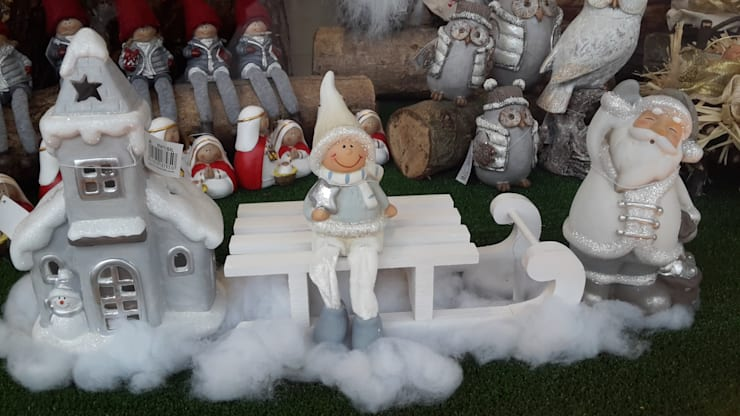 Conjunto em cerâmica Casa Pai Natal/trenó/boneco: Casa  por Maravilhas do Berço Lda