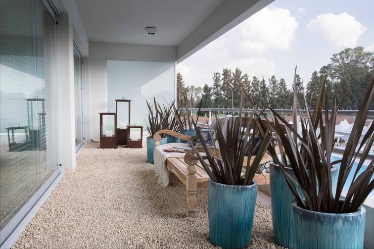 Terrazas de estilo  por Ines Calamante Diseño de Interiores