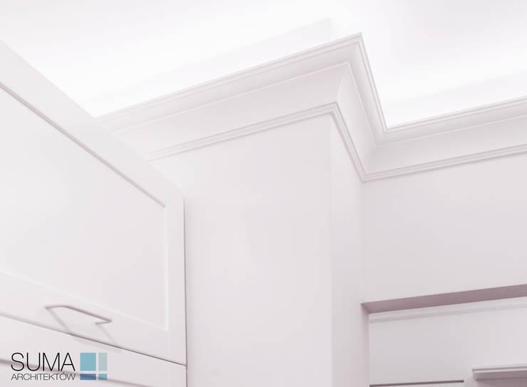 ENGLISH_ONE: styl , w kategorii Ściany zaprojektowany przez SUMA Architektów