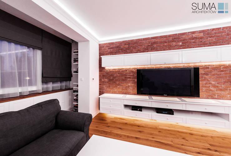 ENGLISH_ONE: styl , w kategorii Salon zaprojektowany przez SUMA Architektów