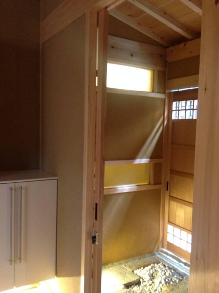 五条の森の町家 : シィエル・ルージュ・クレアシオン(CRC)が手掛けた廊下 & 玄関です。