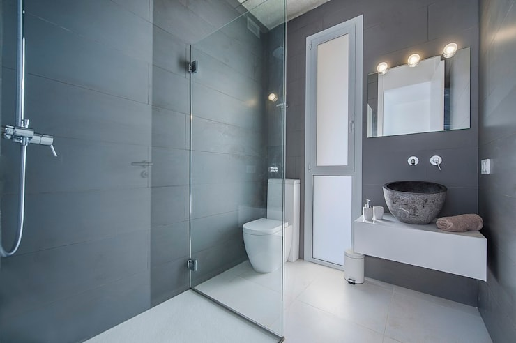 Bathroom by MARÈS ARQUITECTURA
