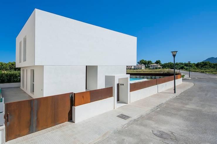 VIVIENDA UNIFAMILIAR EN BARCARÉS: Casas de estilo moderno de MARÈS ARQUITECTURA