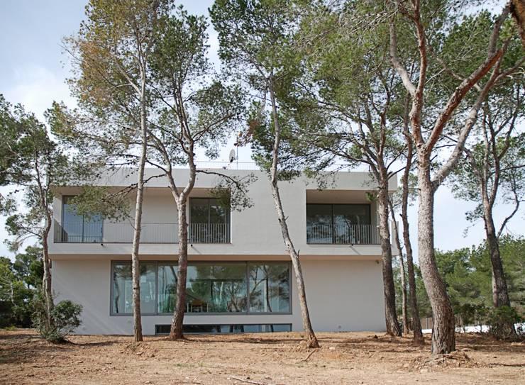 CASA PINEDA - VIVIENDA UNIFAMILIAR: Casas de estilo  de MARÈS ARQUITECTURA