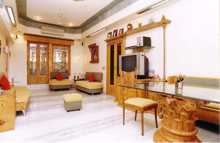 Apartment:  Living room by NAMAN INTERIORS - Turnkey Interior Contractors