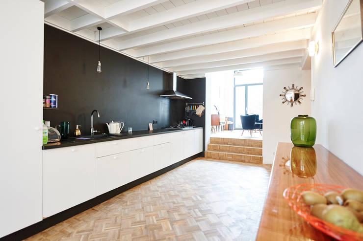 Axel & Marie: Cuisine de style de style Scandinave par AUXAU