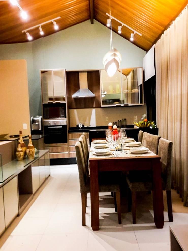 cozinha integrada: Salas de jantar rústicas por Deise leal interiores