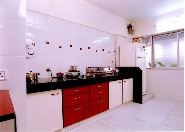 Apartment:  Kitchen by NAMAN INTERIORS - Turnkey Interior Contractors,Modern
