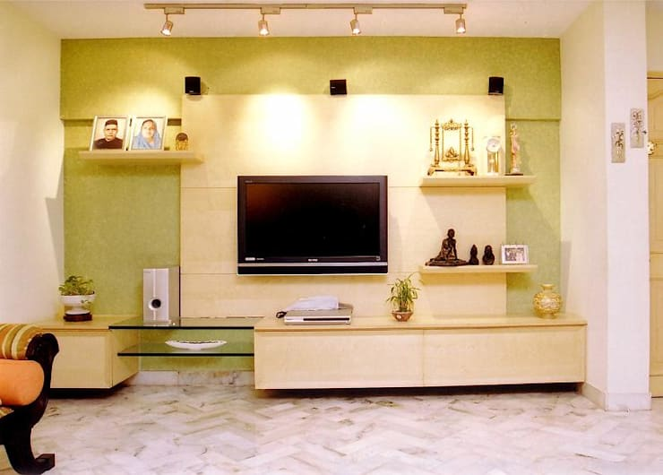Apartment:  Living room by NAMAN INTERIORS - Turnkey Interior Contractors,Modern