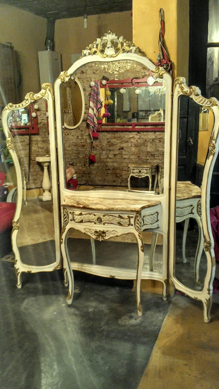 ANTIGUO DRESSOIRE ESTILO FRANCES LUIS XV: Dormitorios de estilo  por Muebles eran los de antes - Buenos Aires