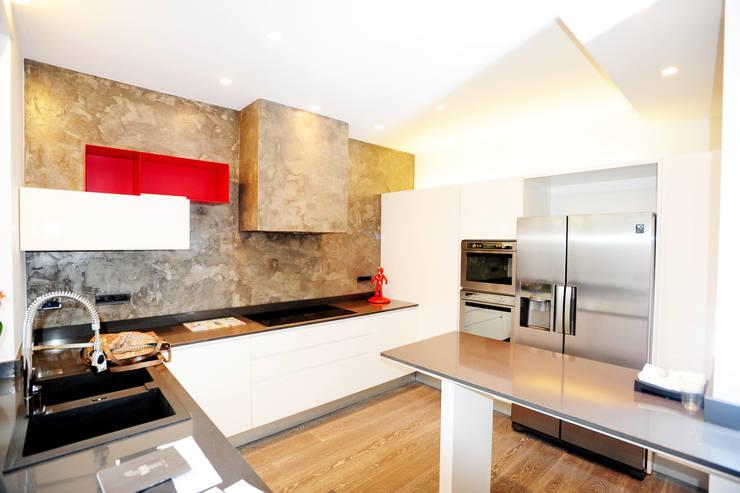 RESIDENZA PRIVATA | Torino | 2013: Cucina in stile  di studio AGILE