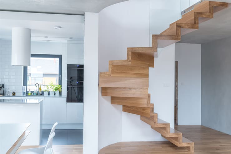 Corredor, hall e escadas  por BRODA schody-dywanowe