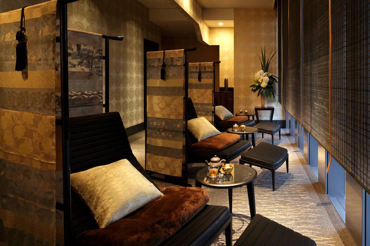 Hoteles de estilo  por 澤山乃莉子 DESIGN & ASSOCIATES LTD., Ecléctico