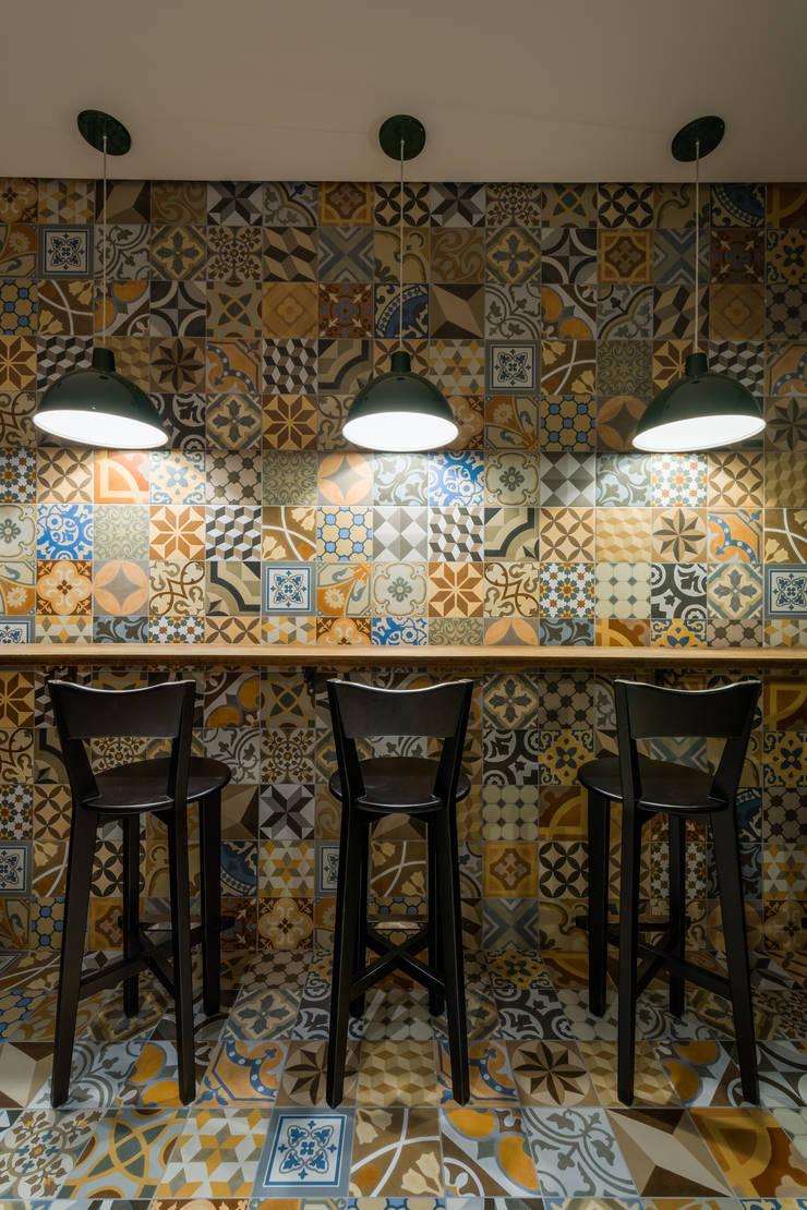 Projeto Comercial | Pizzaria: Espaços gastronômicos  por Melina Mundim | Design de Interiores,Moderno