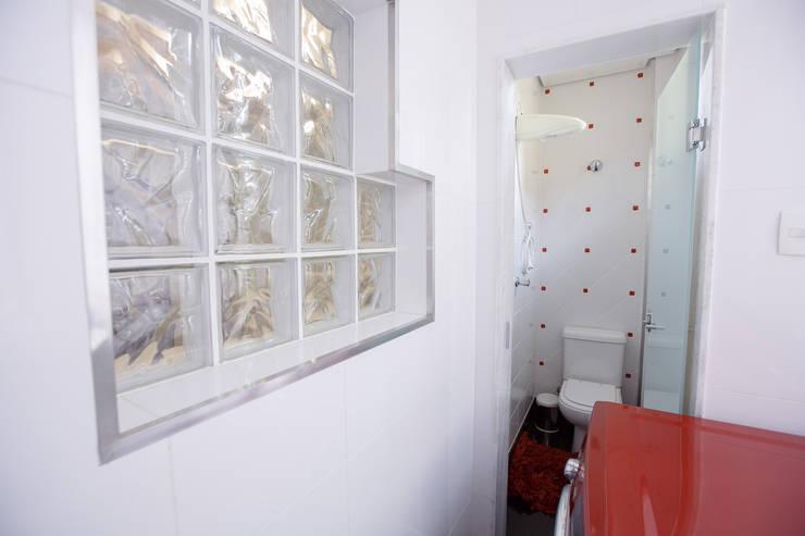 Banho Serviço: Banheiros modernos por Mágda Braga Interiores