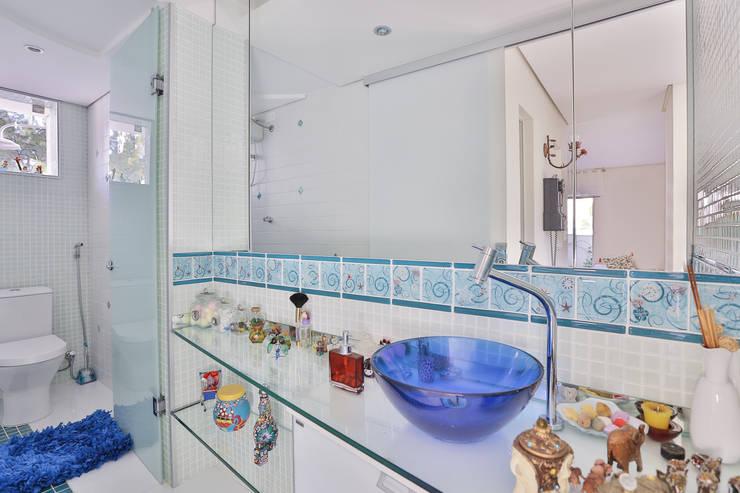 Banho Cobertura: Banheiros modernos por Mágda Braga Interiores