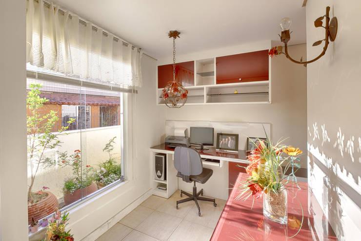 Home office: Escritórios  por Mágda Braga Interiores