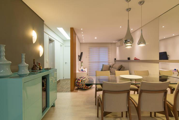 Sala de TV e Jantar: Salas de estar  por Madi Arquitetura e Design