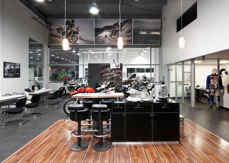 Projeto Comercial – Euroville: Concessionárias  por Dubal Arquitetura e Design
