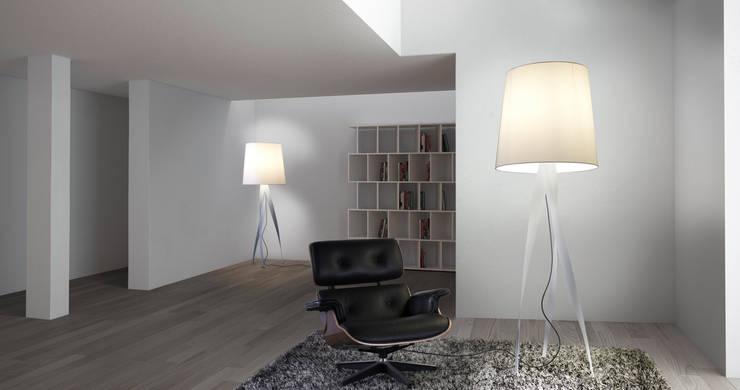 Lámpara de pie Española: Livings de estilo  por Griscan diseño iluminación