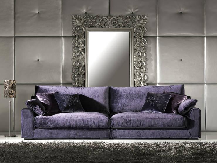 Sofás de qualidade Quality sofas www.intense-mobiliario.com  Dorsum http://intense-mobiliario.com/product.php?id_product=433: Sala de estar  por Intense mobiliário e interiores;