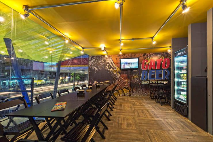 GATO BEER – URBAN BAR: Bares e clubes  por CRAFT ARQUITETURA