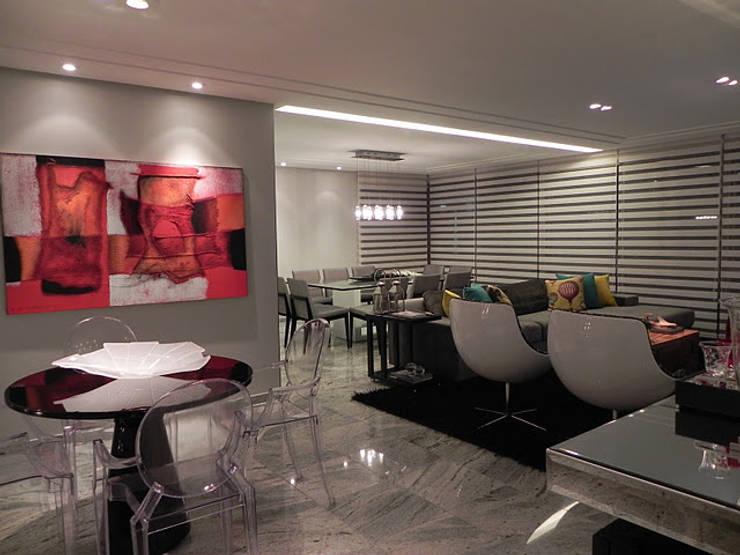 APARTAMENTO : Salas de estar  por CRAFT ARQUITETURA